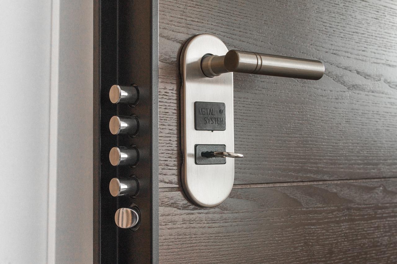 porta blindata con chiave dentro