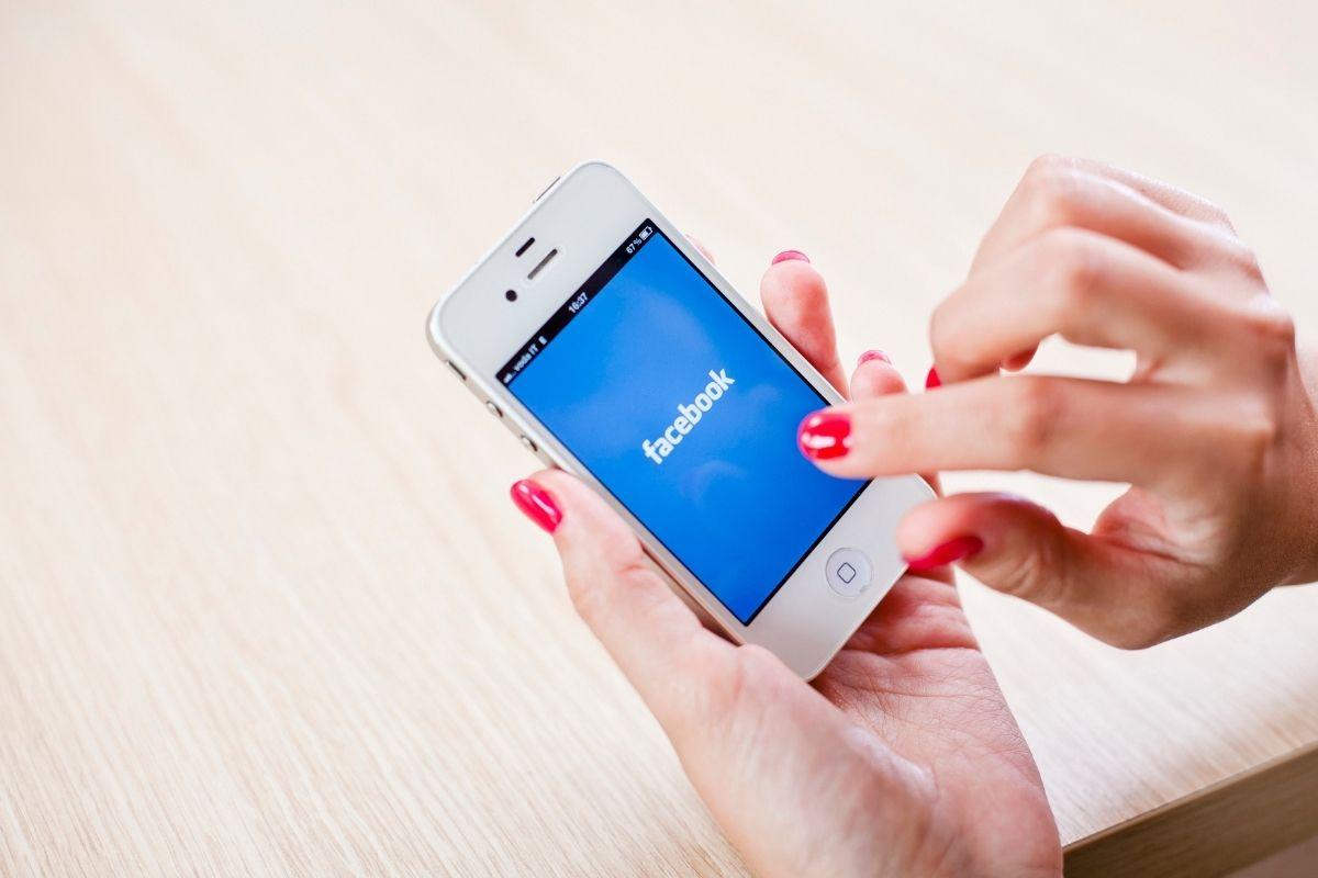 Come creare una storia di post sponsorizzata su Facebook?